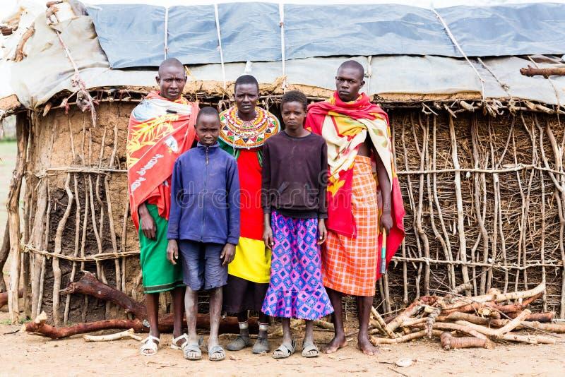 Família de Massai que olha in camera imagens de stock royalty free