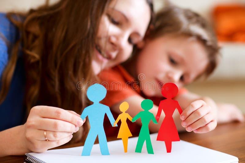 Família de papel imagens de stock