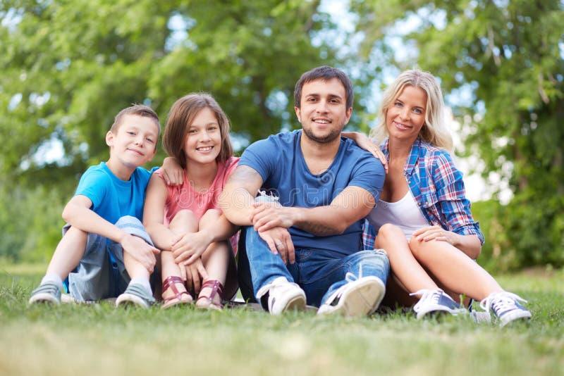 Família de quatro pessoas imagens de stock royalty free