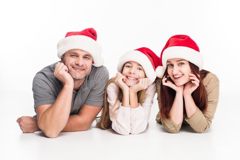 Família de sorriso em chapéus de Santa imagem de stock royalty free