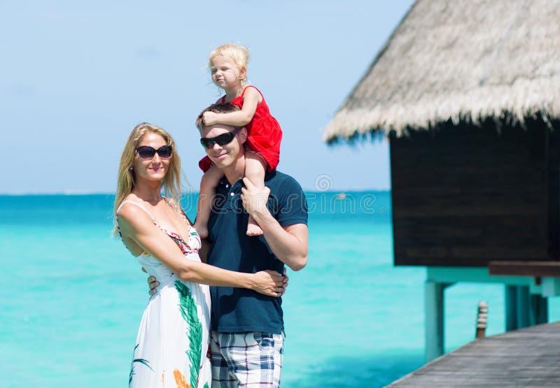 Família de três em Maldivas foto de stock royalty free