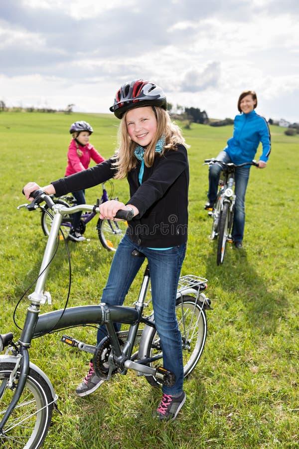 Família do ciclismo fotografia de stock royalty free