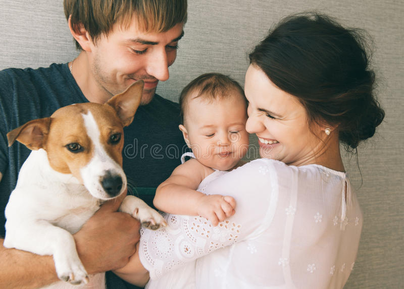 Família e cão foto de stock royalty free