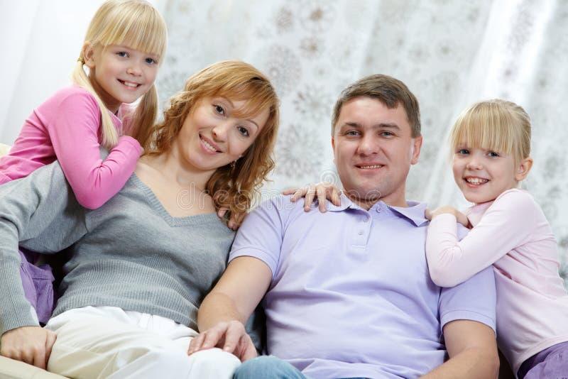 Família em casa fotos de stock royalty free