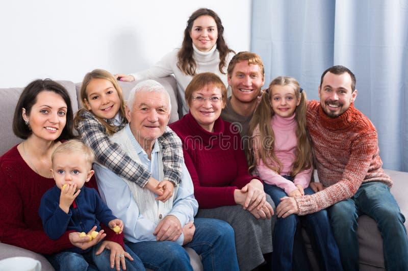 A família está fotografando os melhores momentos fotografia de stock royalty free