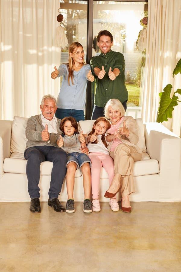 Família extensa com os polegares acima imagens de stock royalty free