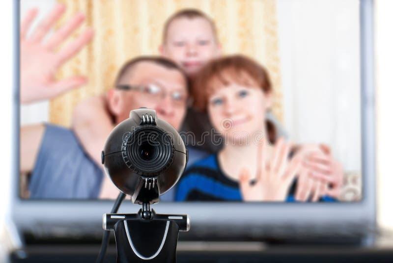 A família fala nas comunicações video fotos de stock royalty free