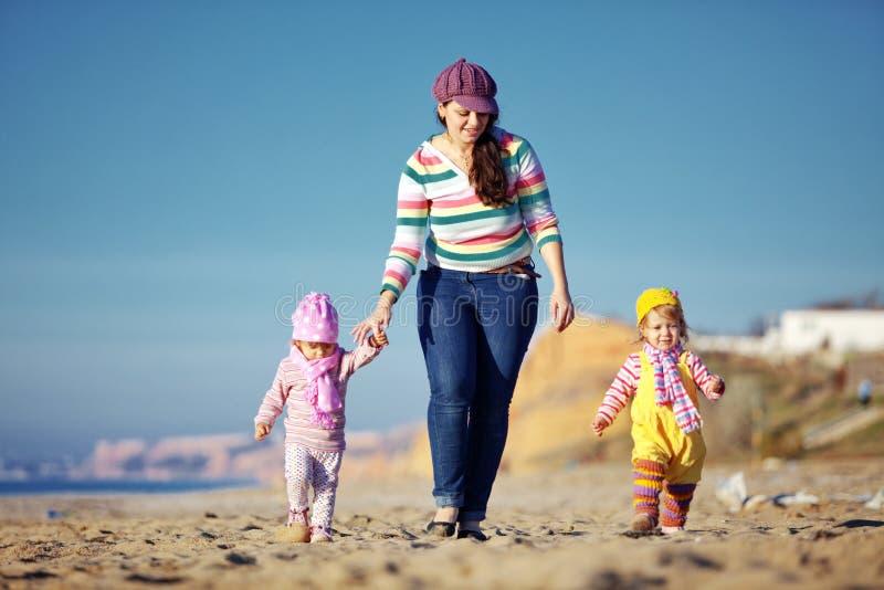 Download Família feliz foto de stock. Imagem de grupo, cute, geração - 16869564