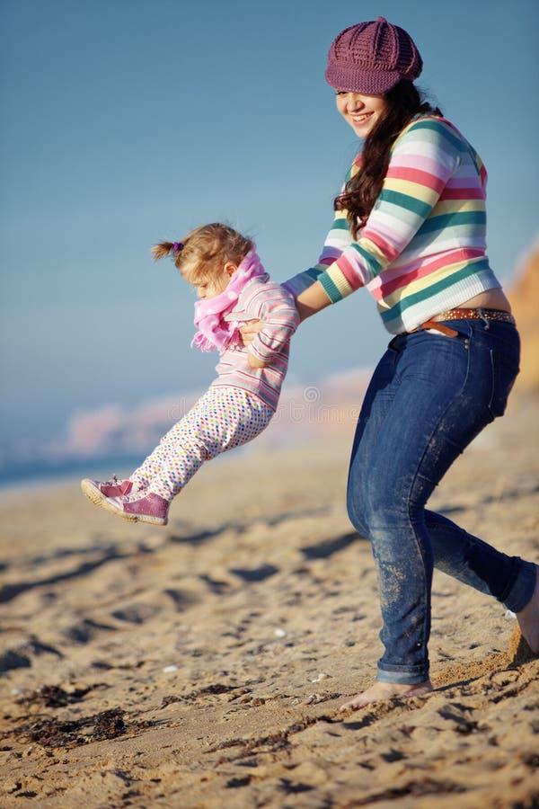 Download Família feliz foto de stock. Imagem de infância, geração - 16869630