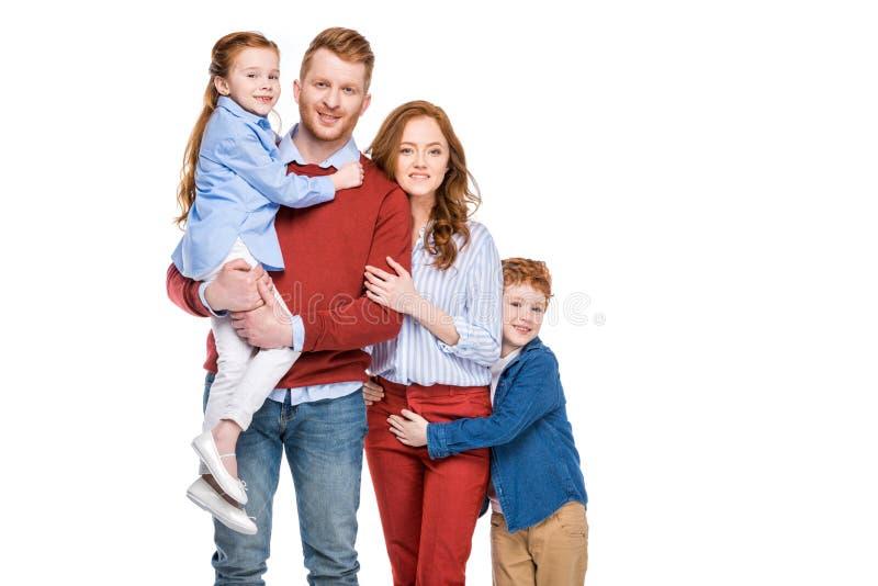 família feliz bonita do ruivo com as duas crianças que sorriem na câmera fotos de stock royalty free