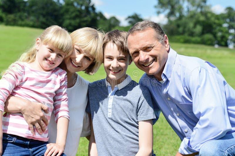 Família feliz bonita que aprecia no parque imagem de stock royalty free