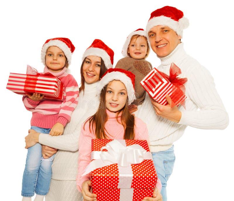 A família feliz com ano novo da posse 3kids apresenta foto de stock royalty free
