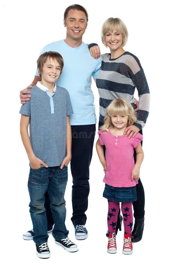Família feliz com crianças alegres fotografia de stock