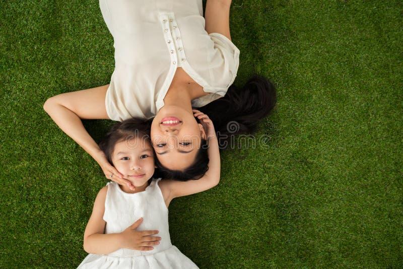 família feliz de dois fotos de stock royalty free
