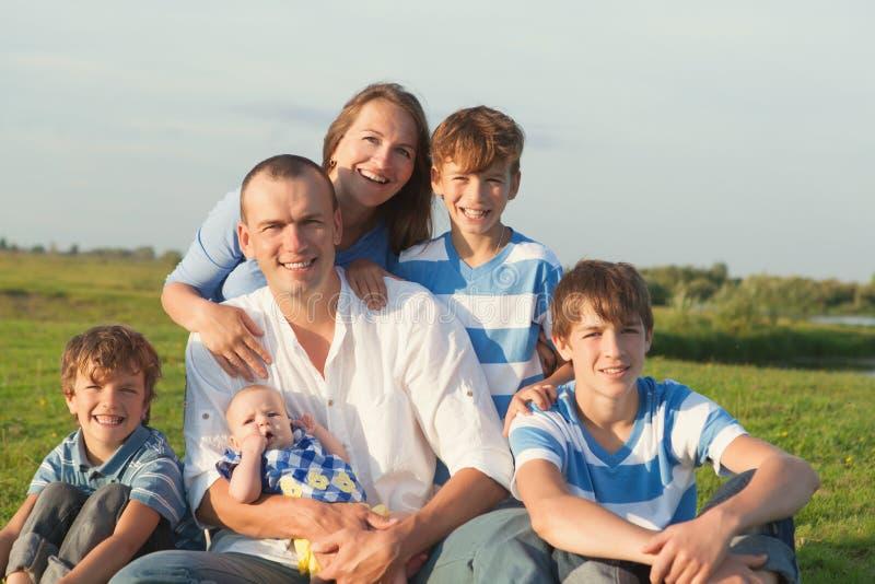 Família feliz grande imagens de stock
