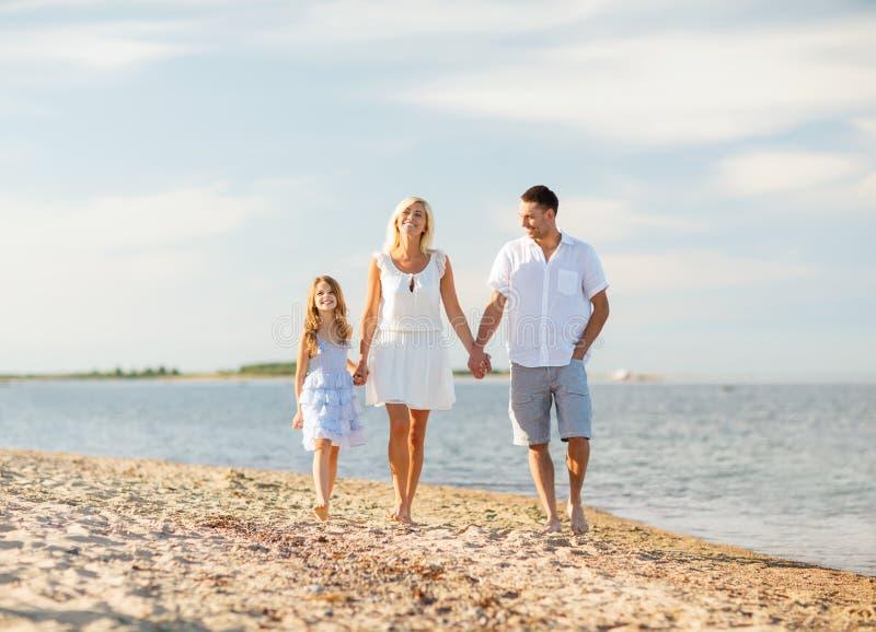 Família feliz no beira-mar fotografia de stock royalty free