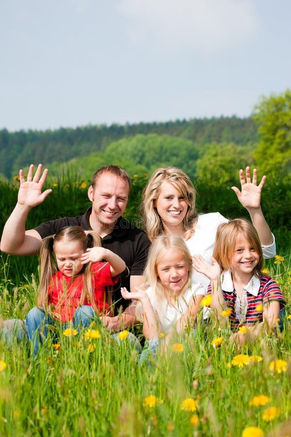 Família feliz no verão foto de stock royalty free