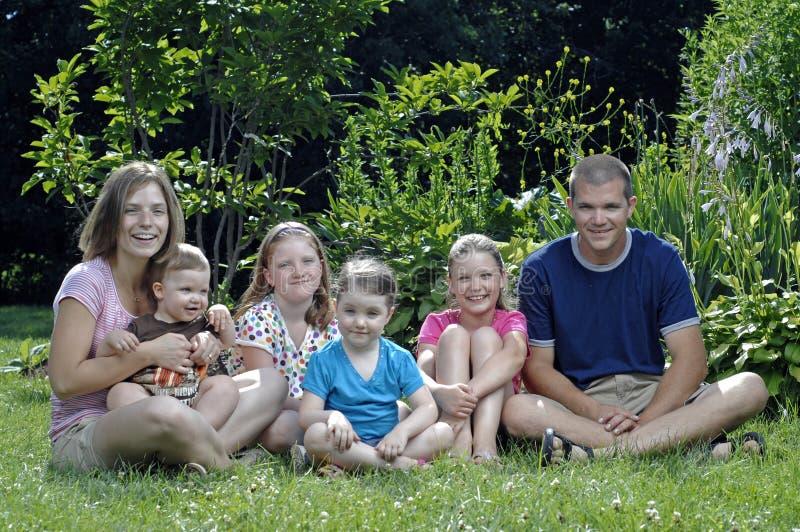 Família feliz nova imagens de stock royalty free