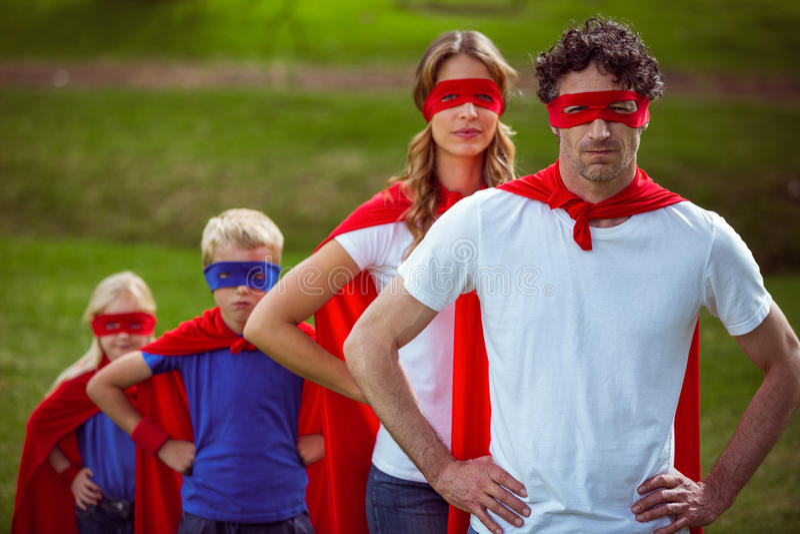 Família feliz que finge ser super-herói fotografia de stock