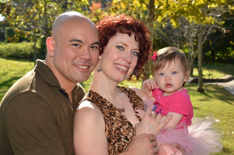 Família inter-racial feliz fotos de stock royalty free