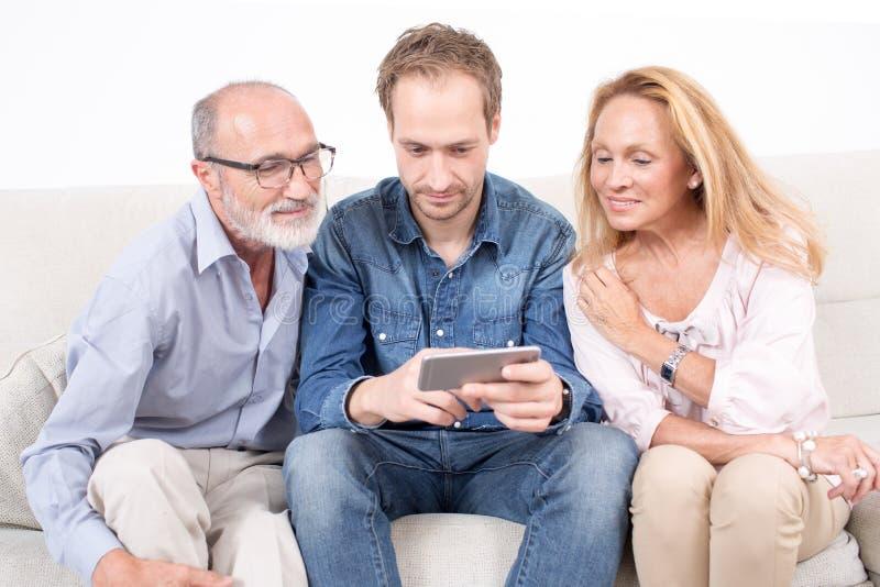Família junto com pais imagem de stock