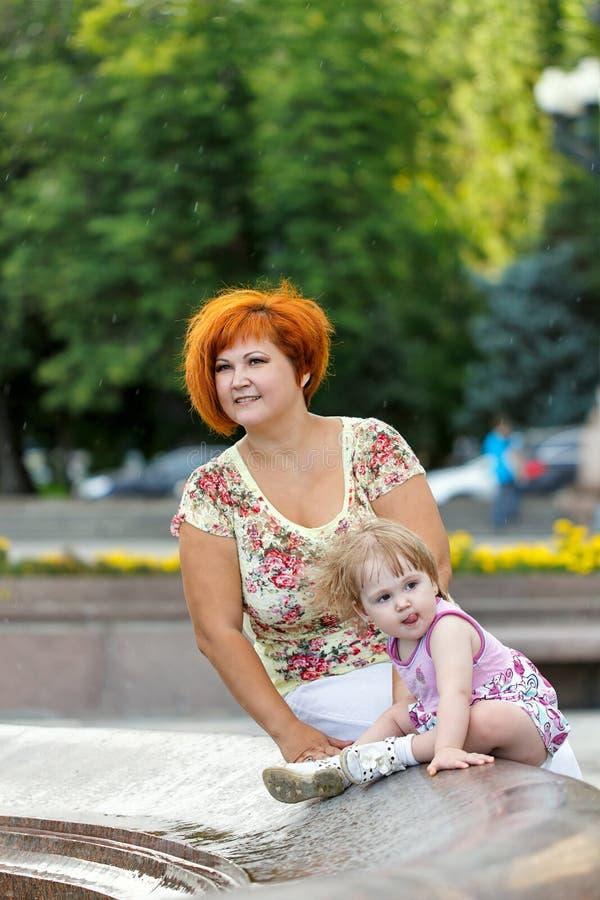 Família, mãe e filha foto de stock