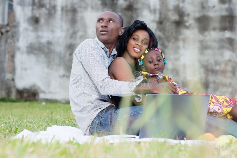 Família moderna e feliz imagens de stock royalty free