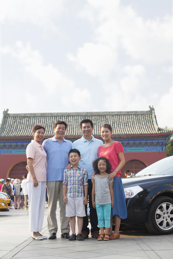 Família Multigenerational que sorri, retrato fotos de stock