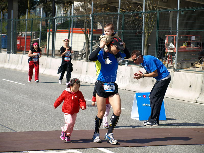 Família na maratona de Vancôver imagem de stock