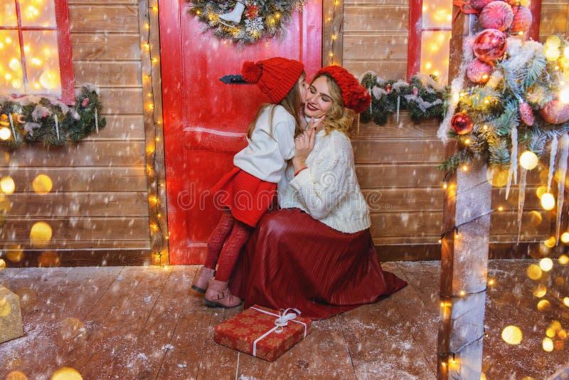 Família na Noite de Natal imagem de stock