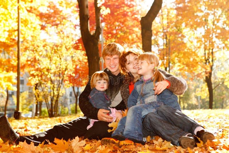 Família nas folhas de outono fotografia de stock royalty free