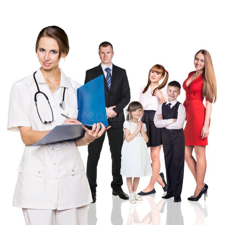 Família no exame médico com doutor novo imagens de stock