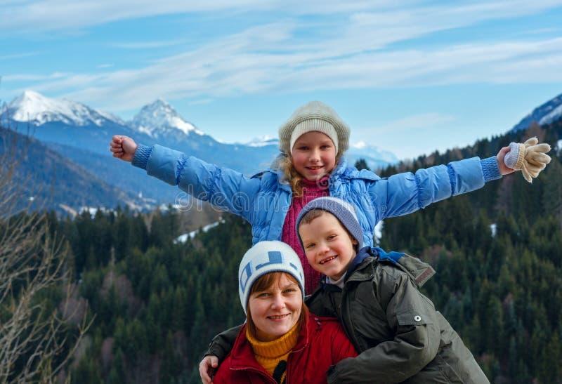 Download Paisagem Da Família E Da Montanha Do Inverno Imagem de Stock - Imagem de floresta, menina: 29845907