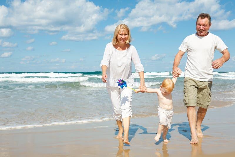 Família no mediterrâneo foto de stock royalty free