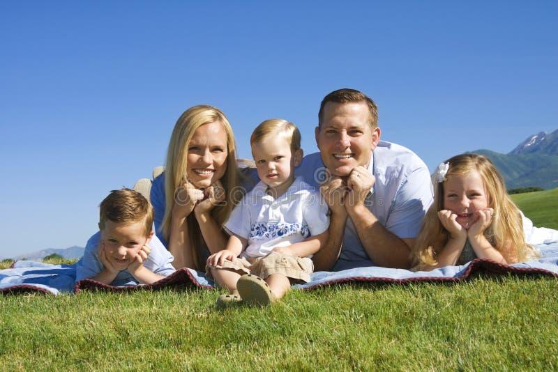 Família nova atrativa fotos de stock royalty free