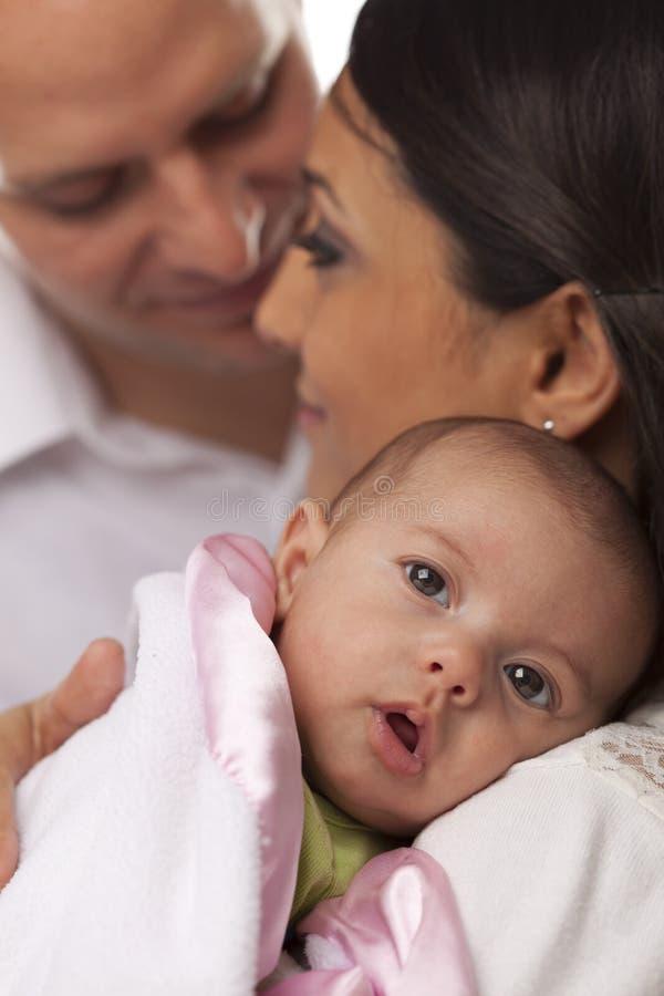 Família nova da raça misturada com bebê recém-nascido foto de stock royalty free