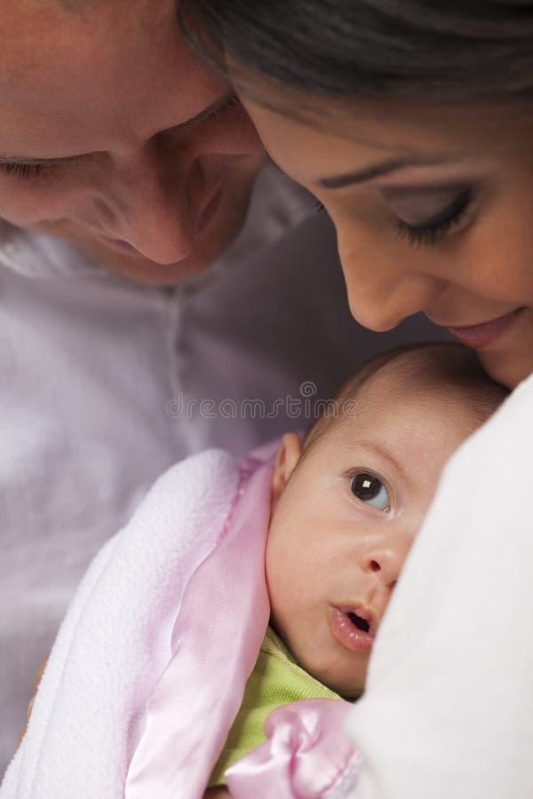 Família nova da raça misturada com bebê recém-nascido fotografia de stock