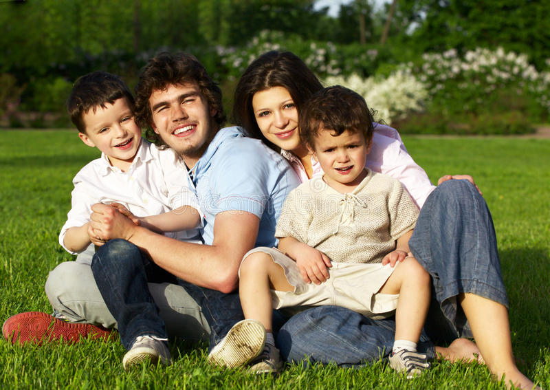 Família nova feliz imagens de stock royalty free
