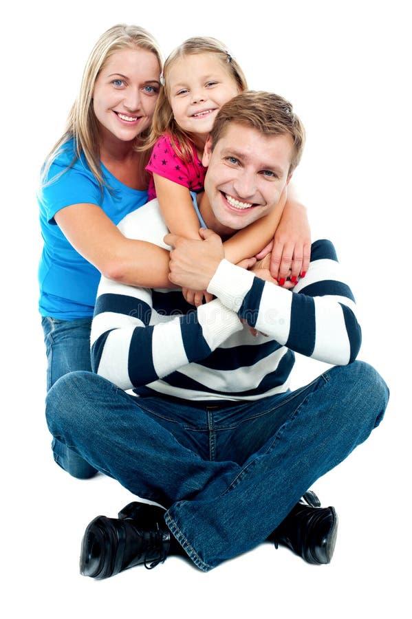 Família nova feliz, os três adoráveis imagens de stock