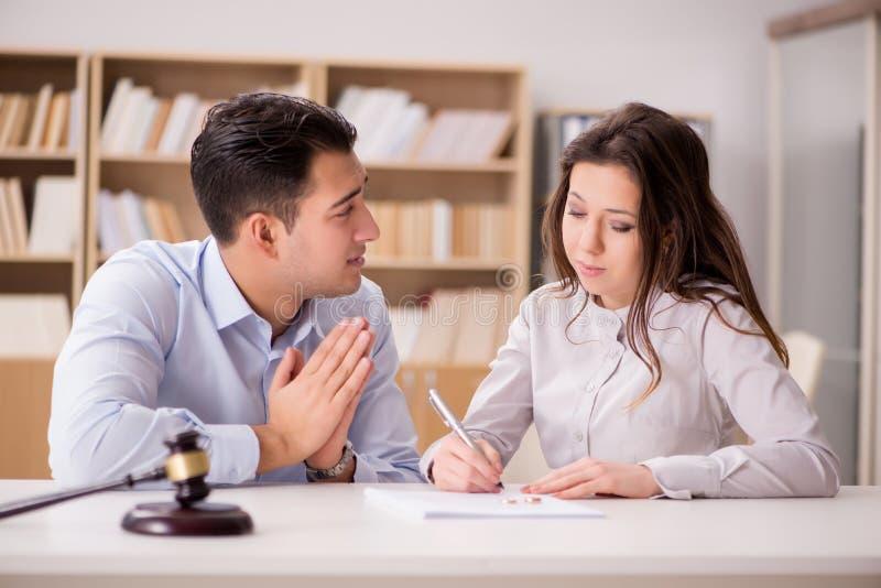 A família nova no conceito do divórcio da união foto de stock royalty free