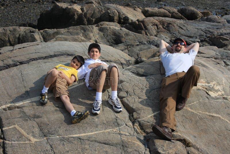 Família que aprecia um dia de verão fotos de stock