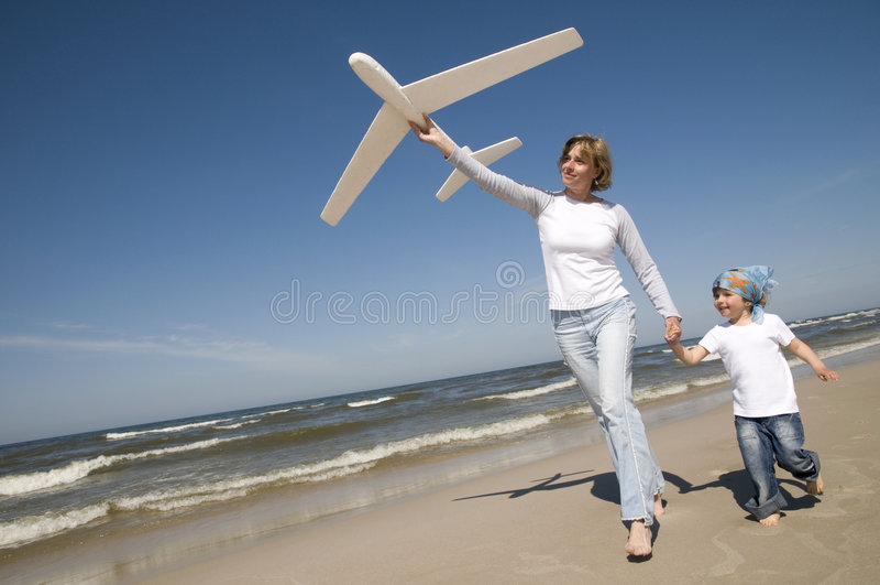 Família que joga com modelo plano fotos de stock royalty free