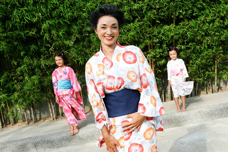 Família vestida no quimono. fotos de stock royalty free