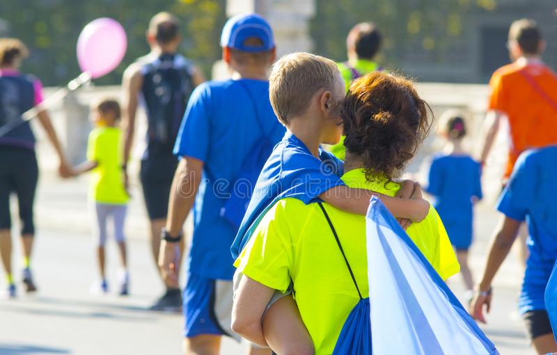 Famílias após um evento desportivo fotos de stock