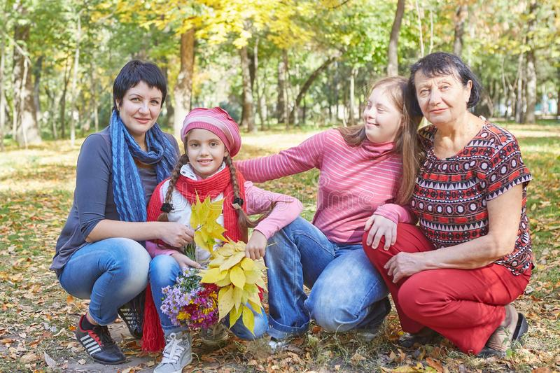 Fam?lia feliz Mãe, avó e filha dois de amor fotografia de stock royalty free