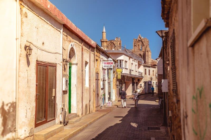 FAMAGUSTA, CHYPRE - 10 OCTOBRE : Rue de Lala Mustafa Pasa, une visite image libre de droits