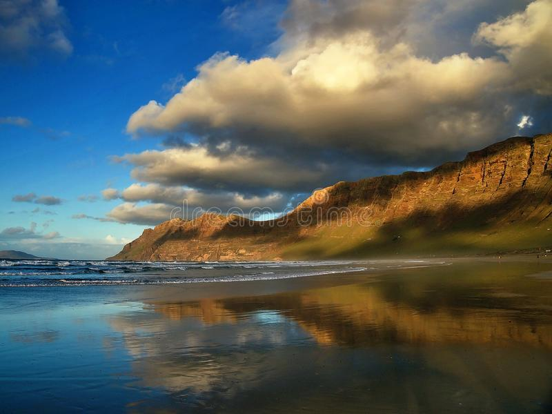 Famara海滩 免版税图库摄影