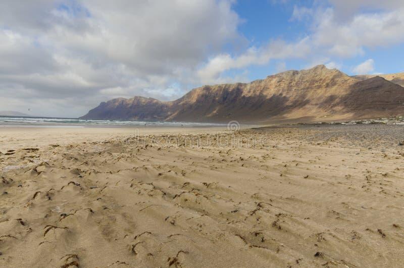 Famara plaża na niskim przypływie obraz stock