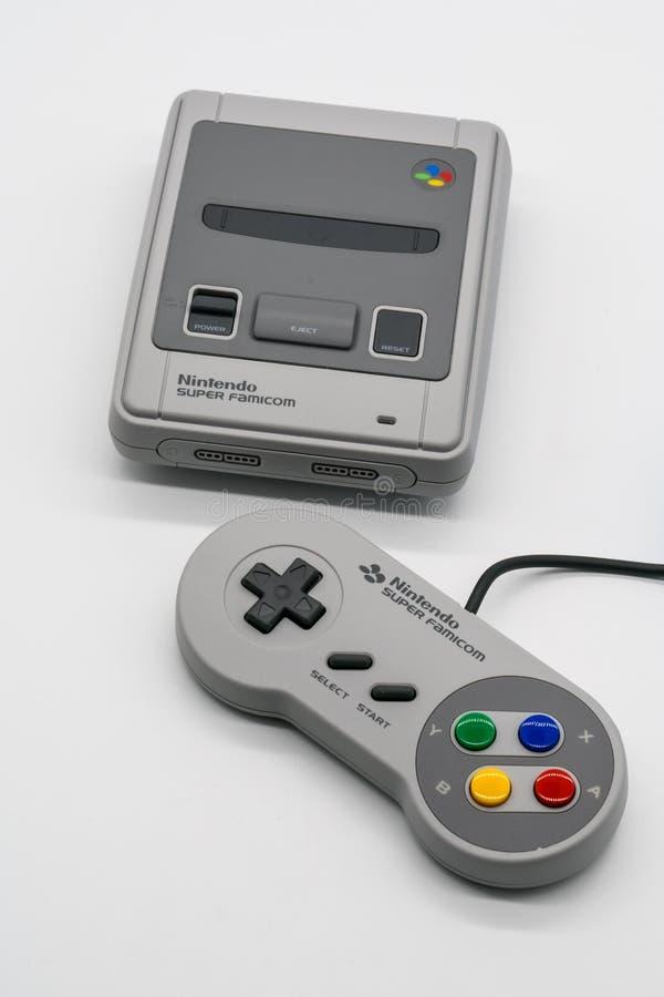 Famicom super mini, console do jogo do vintage por Nintendo illustrati fotografia de stock
