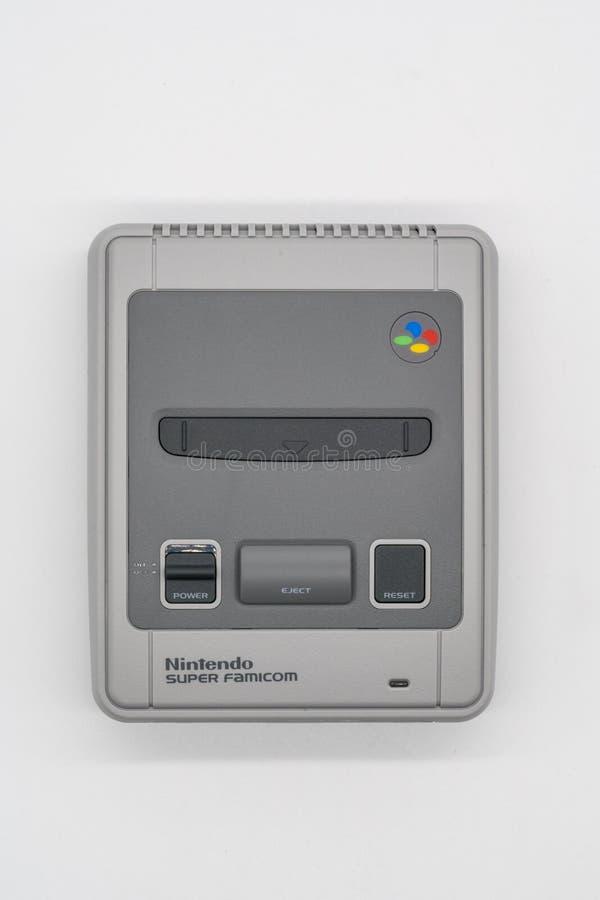 Famicom super mini, console do jogo do vintage por Nintendo illustrati imagem de stock royalty free
